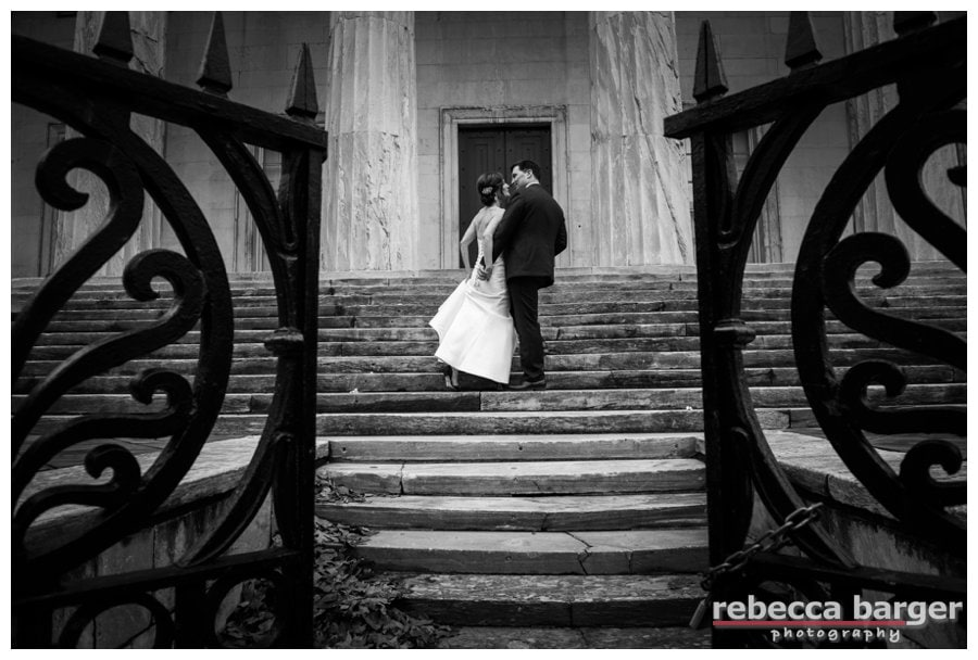Love their embrace in Philadelphia's Independence Hall National Park
